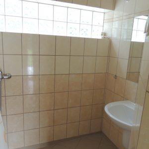 budynek agroturystyki - część B - wspólna łazienka